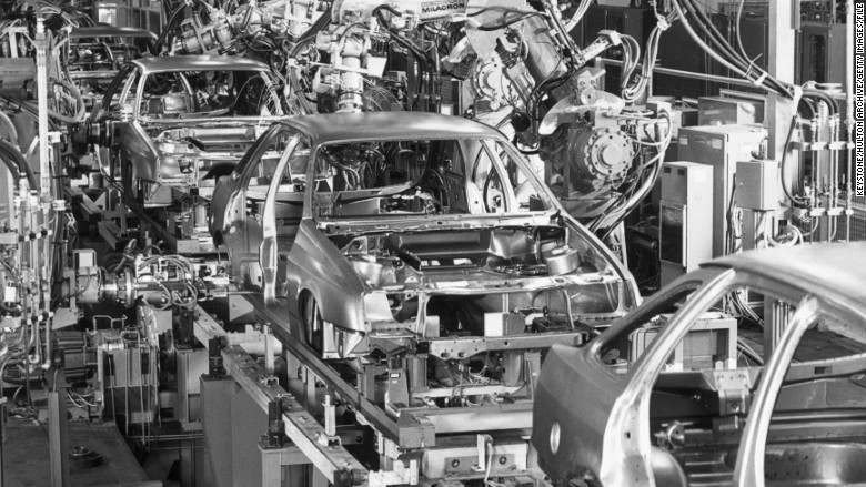 1980s Rise Of The Robots The Evolution Of Ford S Assembly Line