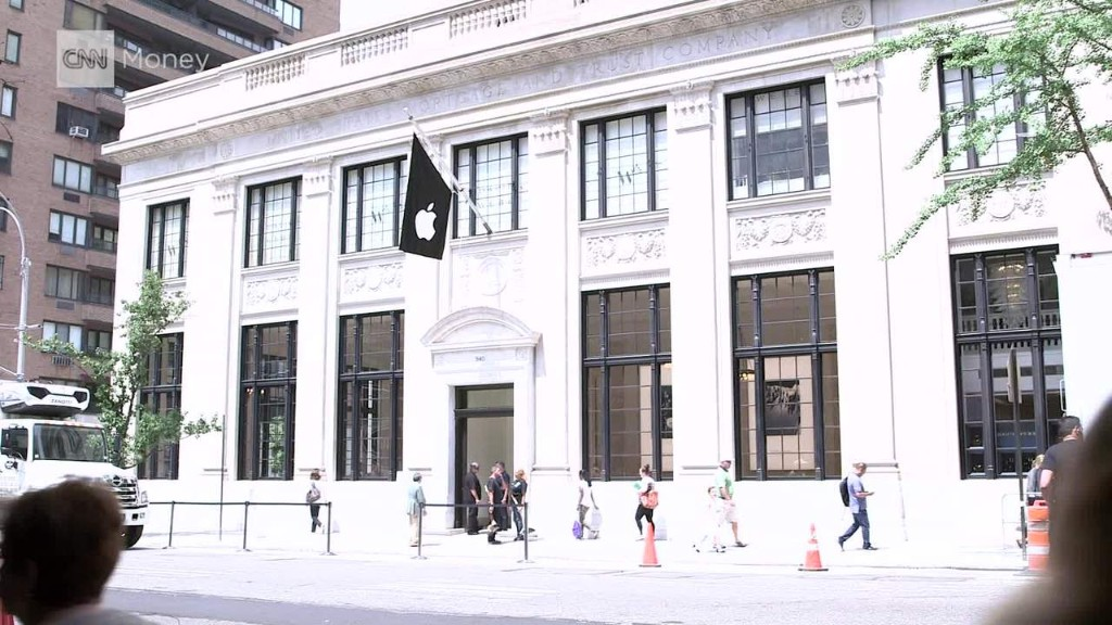 Inside Apple's new ritzy Manhattan store