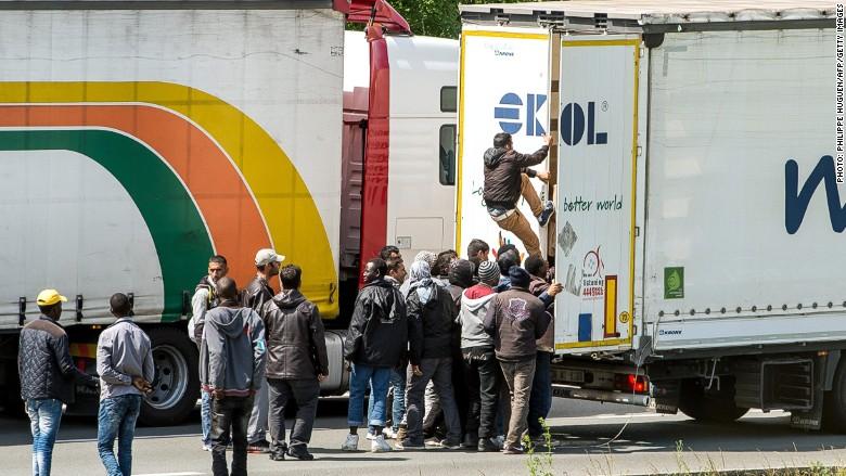 migrants calais truck