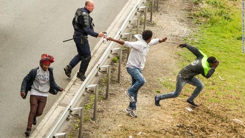 migrant calais police