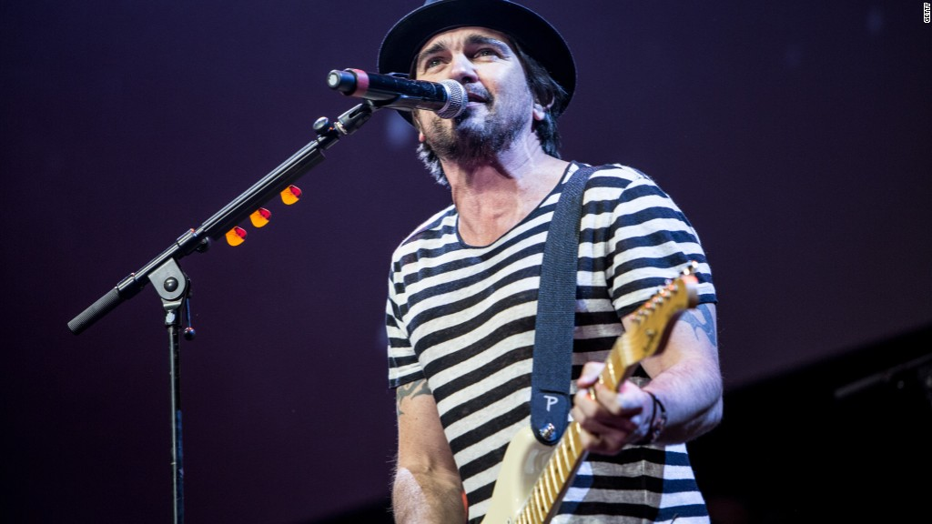 Latino star Juanes to sing for Pope Francis