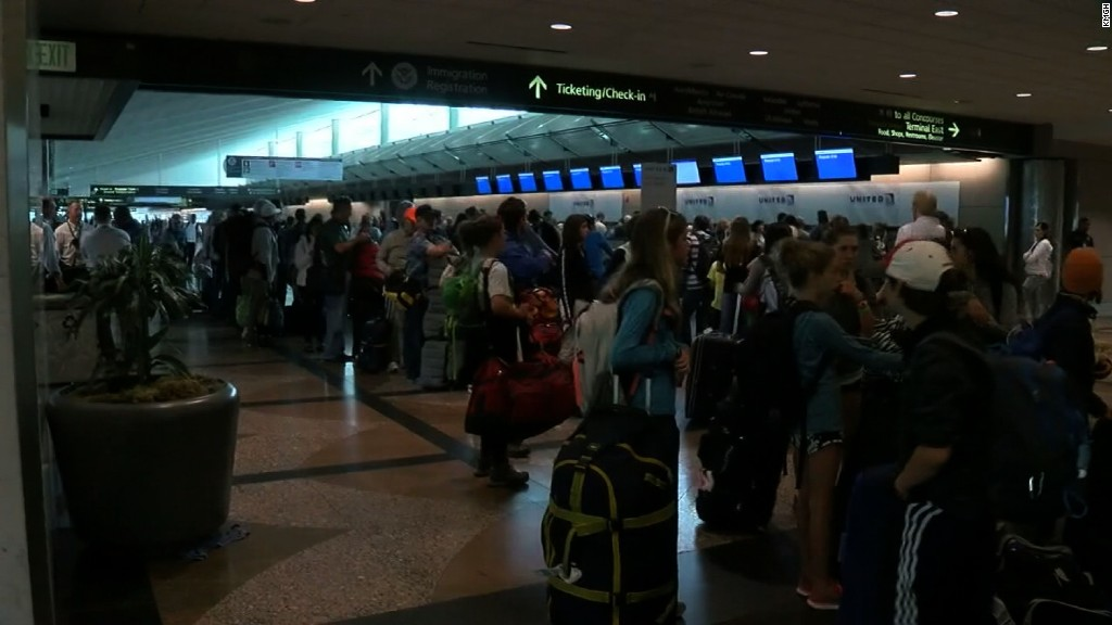 United flights resume after glitch grounds planes
