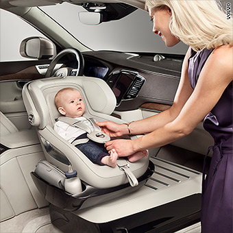 Volvo debuts new baby seat in the front