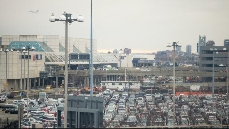 laguardia airport exterior parking