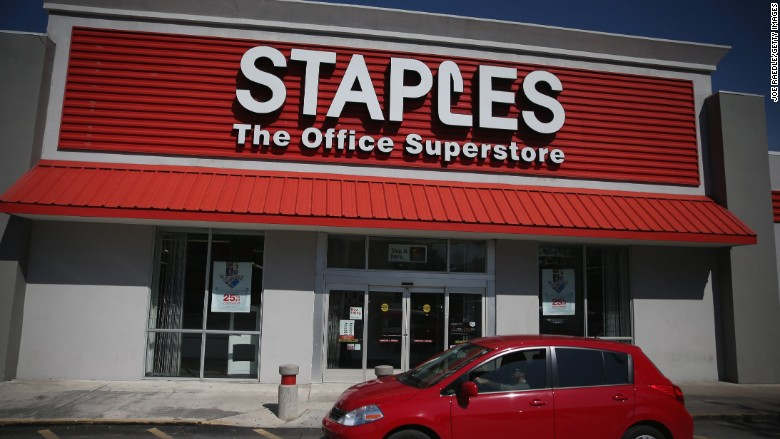 staples thanksgiving closing