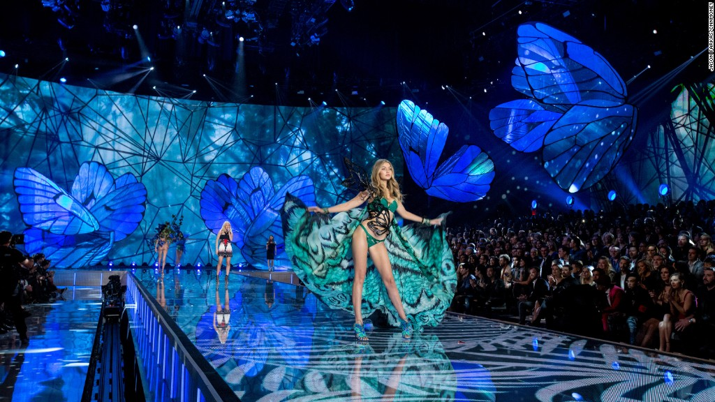 The Victoria's Secret Fashion Show in 1:20