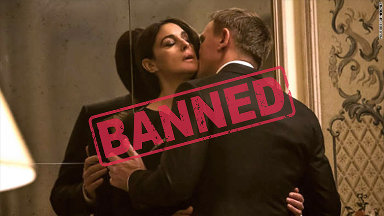 spectre kissing banned india
