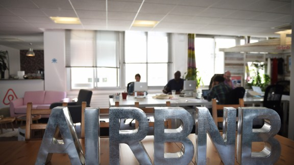 Airbnb's valuation soars to $30 billion