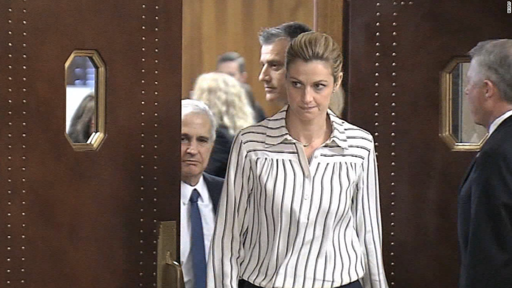 Erin Andrews sues hotel over stalker videos