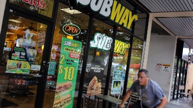 Subway says it beats rivals on antibiotic-free chicken