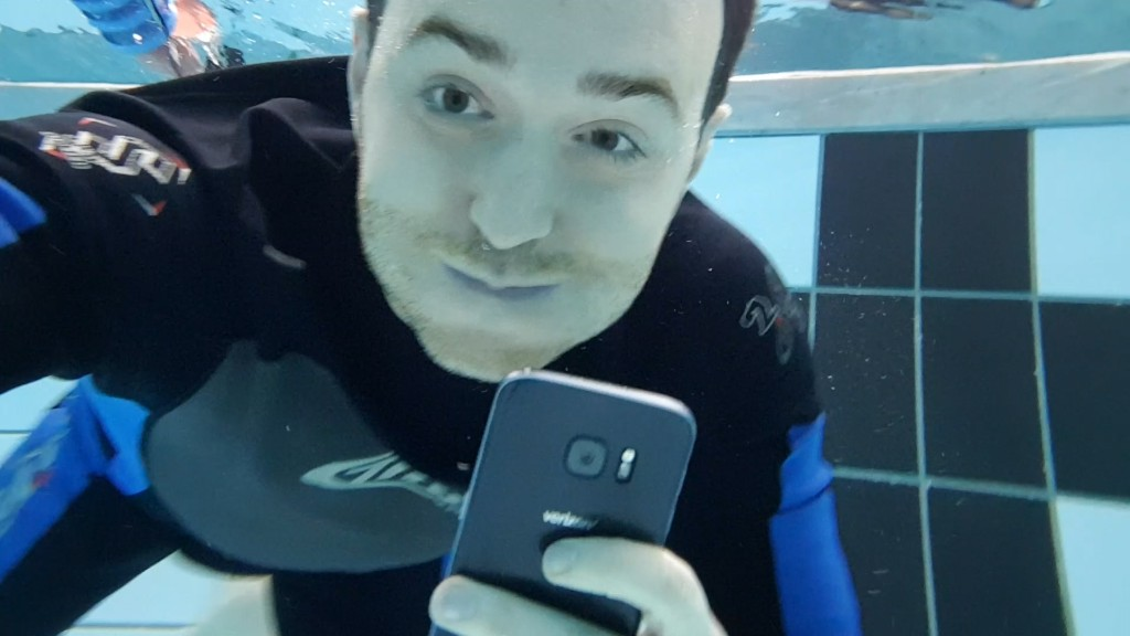 We went swimming with Samsung's waterproof phones