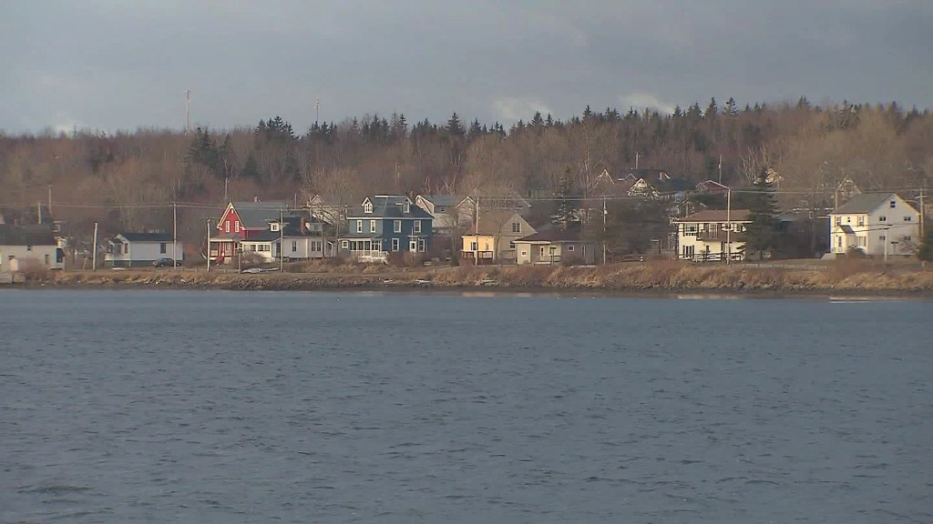 Serene Canadian island courts 'Trump refugees'