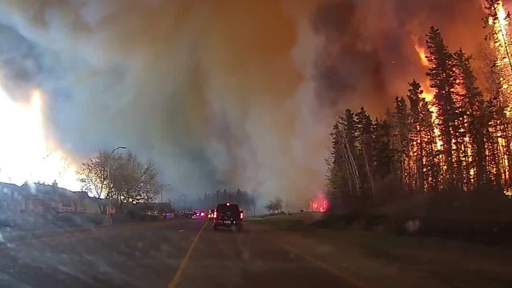 Man records harrowing fire evacuation in Canada