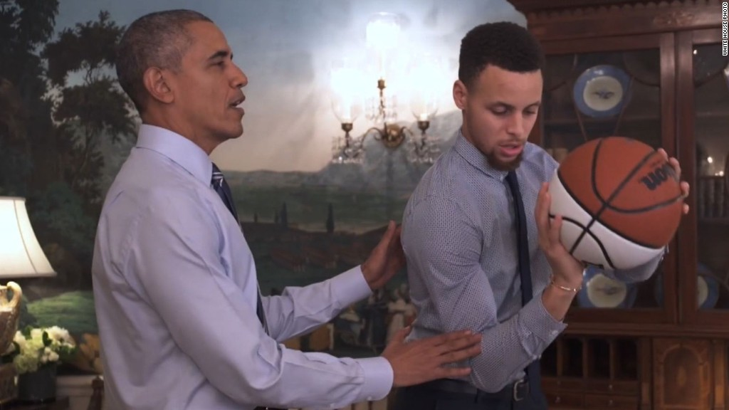 Obama helps Stephen Curry with his jump shot