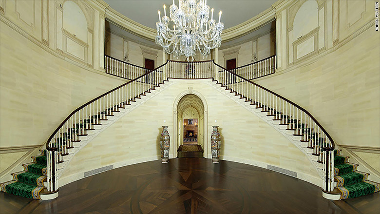 trump greenwich mansion entrance