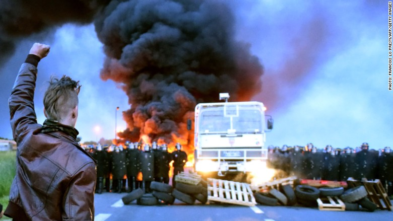 France road blockade