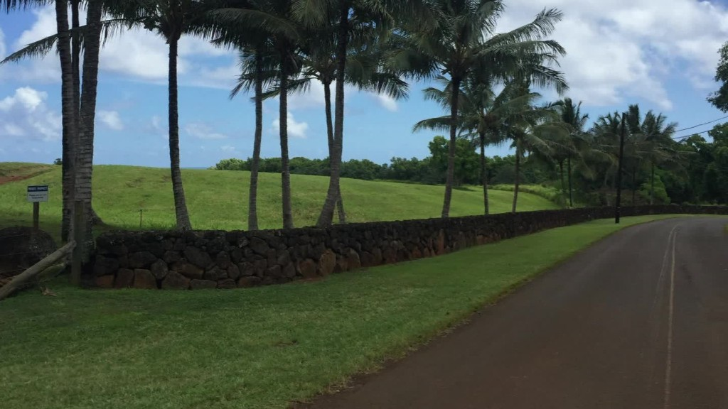 Mark Zuckerberg is building a wall around Hawaii property