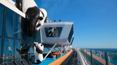 Chinese tourists flock to cruises