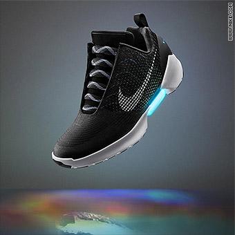super popular 0ff8a 0d2b9 The Nike HyperAdapt 1.0 in blackwhite-blue lagoon.
