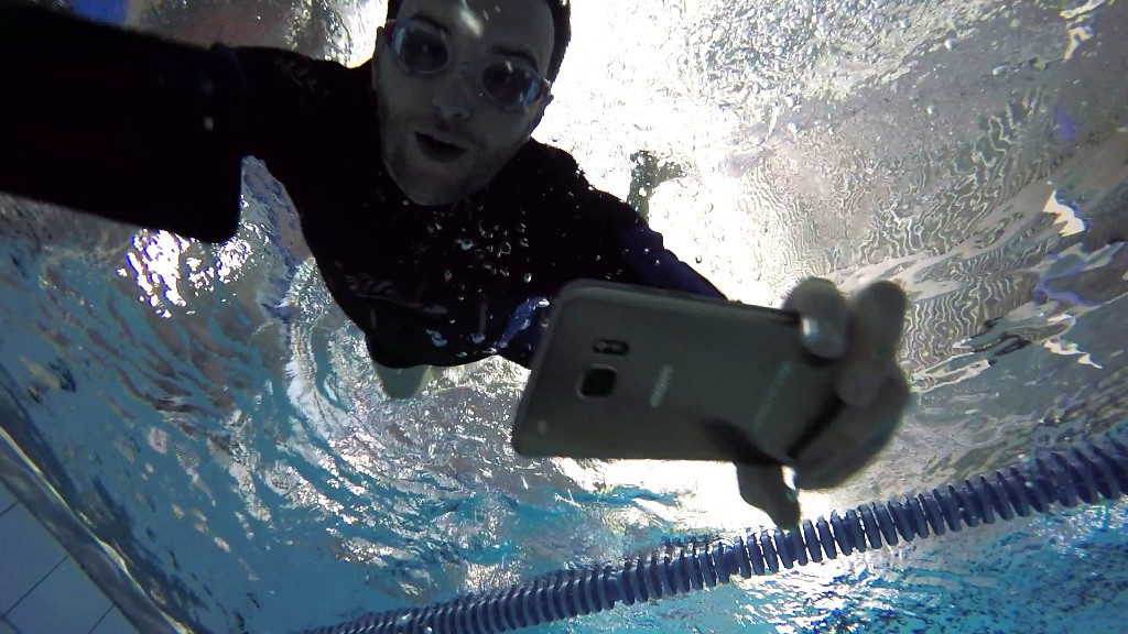 iPhone 7 vs. Galaxy S7: The underwater challenge