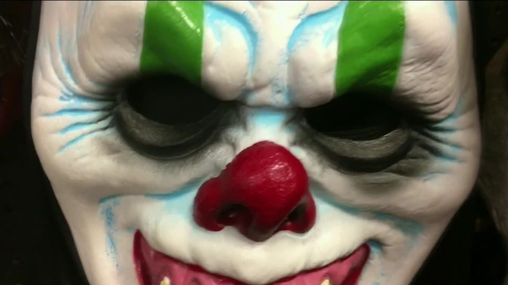 Scary clown sightings spread from U.S. to Europe