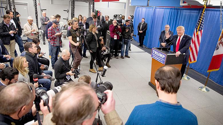 trump traveling reporters 2