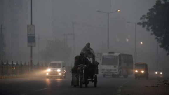 United suspends flights to smog-filled Delhi