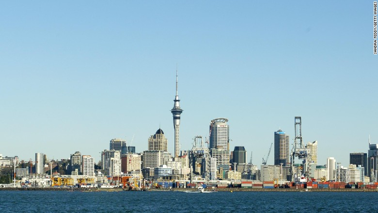 New Zealand stops foreigners buying homes