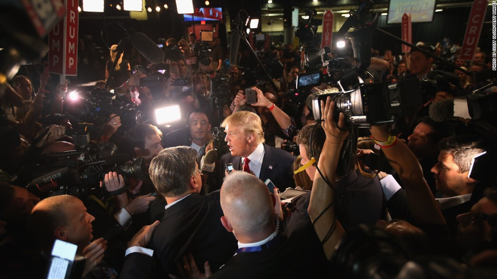 Trump ditches press pool to go to dinner