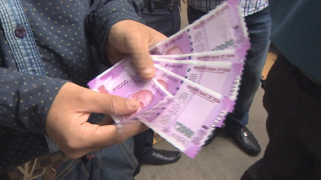 India's poor struggle amid cash crisis