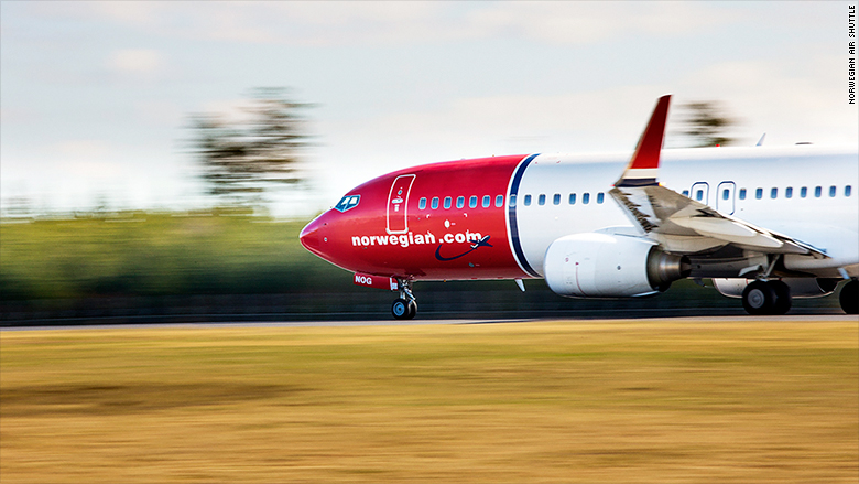 norwegian air shuttle boeing 737 airplane