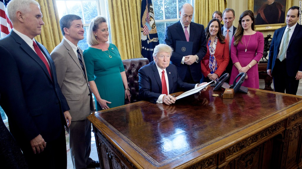 Trump signs plan to roll back financial regulations