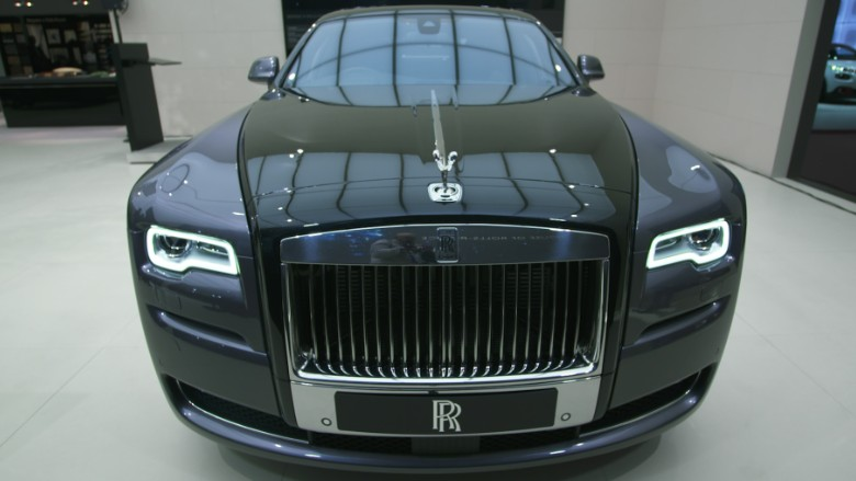 this rolls royce is painted with real diamond dust. Black Bedroom Furniture Sets. Home Design Ideas
