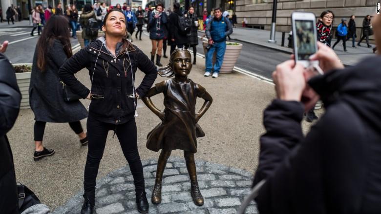 Mujeres orinando en la calle by el man10 elman10blogspotcom - 4 3