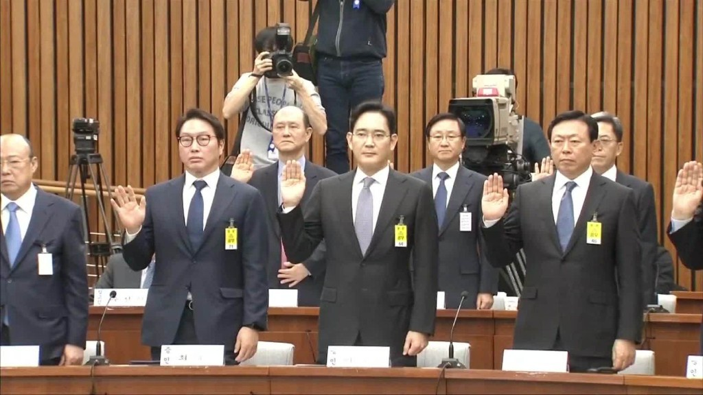 Samsung chief faces trial over corruption charges