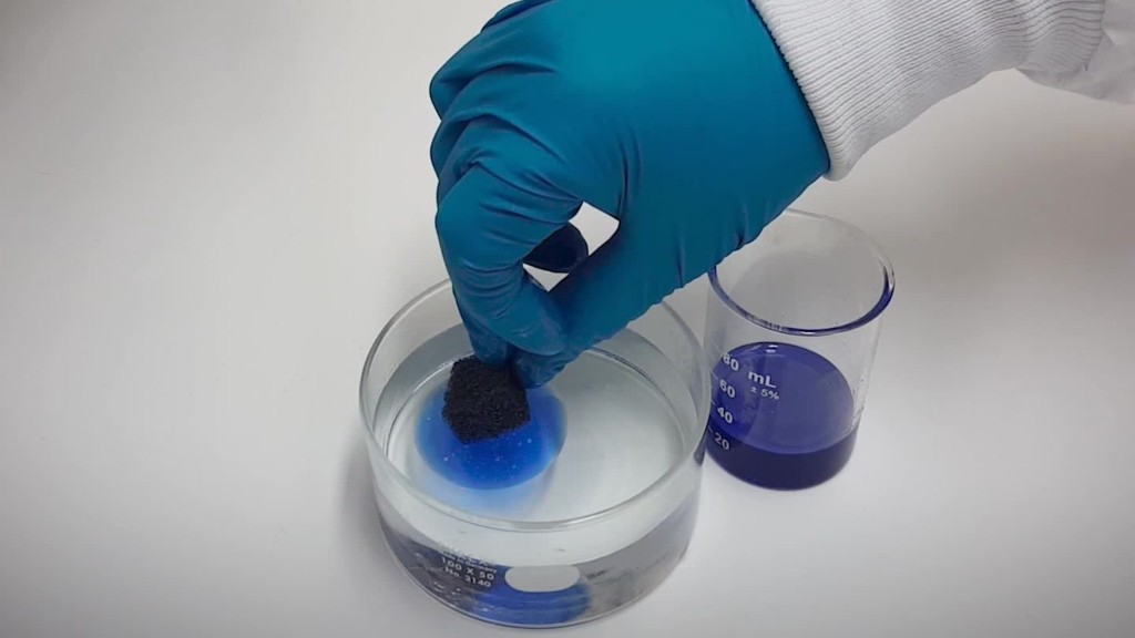 New sponge could help clean up oil spills