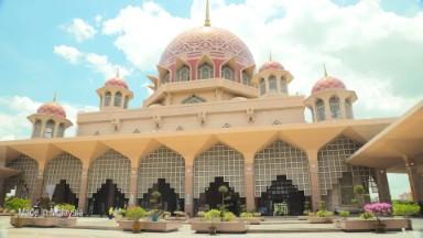 Checking into halal hotels