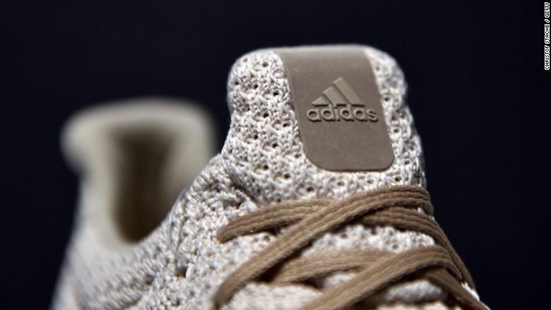 come adidas sta cercando di catturare nike nella corsa di calzature