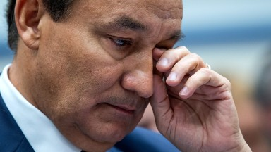Oscar Munoz's tough ride as United CEO