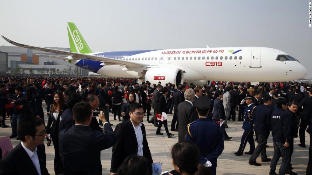China's first big passenger jet completes maiden flight