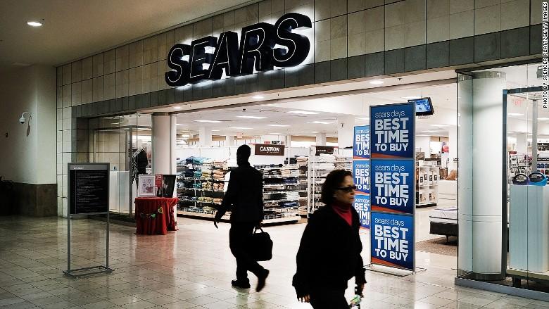 Despite Its Struggles Sears Ceo Gets Raise