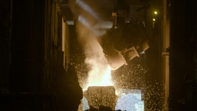 Watch rock turn into steel at 3,000 degrees