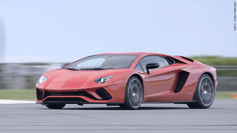 lamborghini aventador s still insane but better. Black Bedroom Furniture Sets. Home Design Ideas