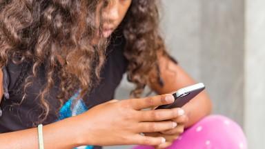 Health experts urge Facebook to shut down Messenger Kids