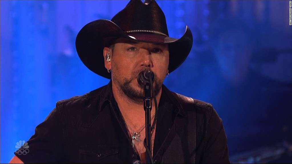 Jason Aldean opens 'SNL' with Vegas tribute