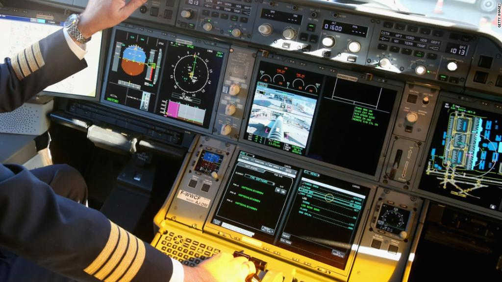 American Airlines has a holiday pilot scheduling crisis