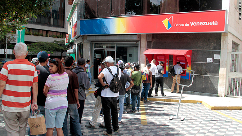 venezuela cash crisis bank line 1
