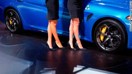 'Booth babes' are vanishing from auto shows