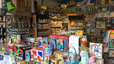 """Local toy stores are thriving as Toys """"R"""" Us is dying"""