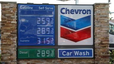 You'll pay 14% more for gas this summer, forecast says